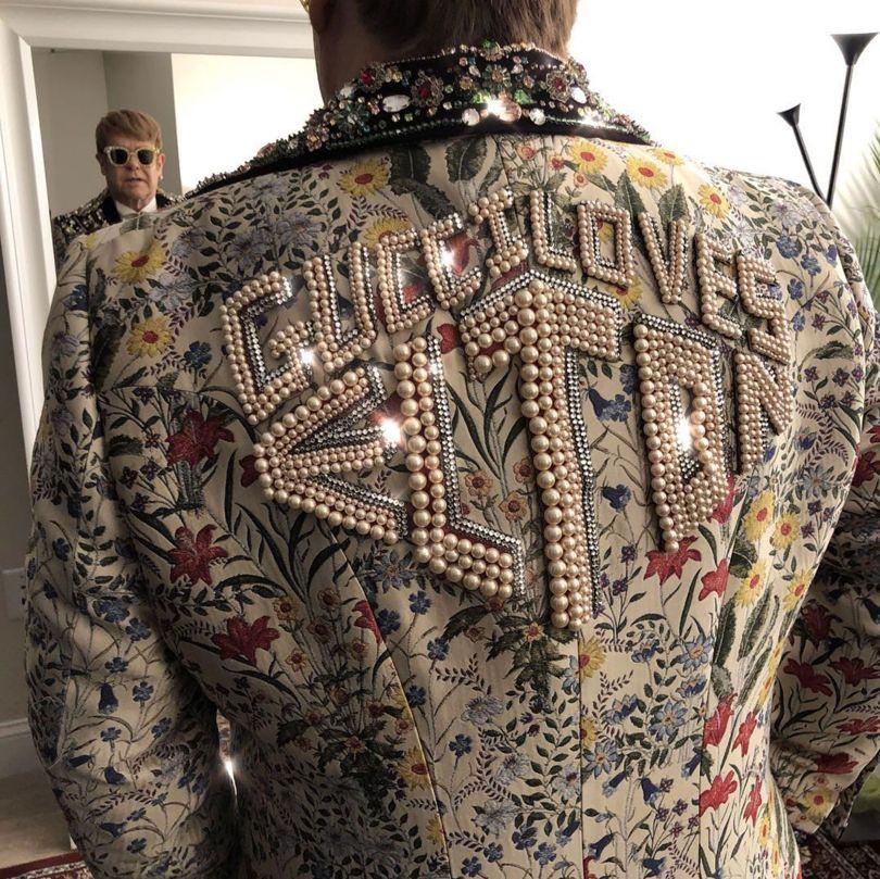 Cận cảnh chiếc áo đặc biệt Gucci làm riêng cho Elton John