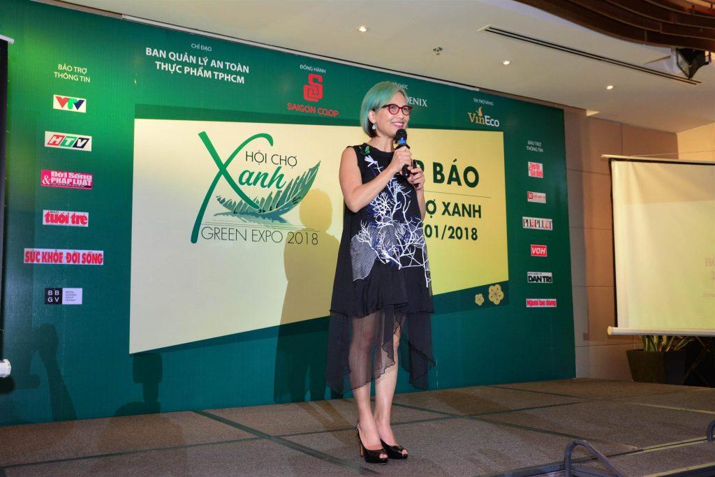 Bà Trần Nguyễn Thiên Hương – Giám đốc Cty TNHH Fire Phoenix và là trưởng ban tổ chức phát biểu tại họp báo