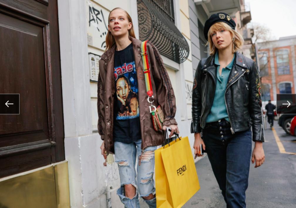 Người mẫu Edie Campbell và Lexi Boling với túi xách Dior