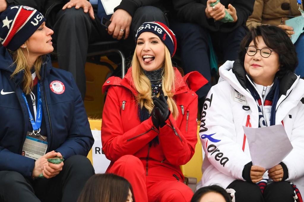 Xuất hiện trên hàng ghế khán đài để theo dõi trận chung kết trượt tuyết; Ivanka Trump xuất hiện đầy thân thiện với bộ trang phục thể thao cùng nón len in chữ. Xuất hiện bên cạnh cô là Đệ nhất Phu nhân Hàn quốc Kim Jung Sook.