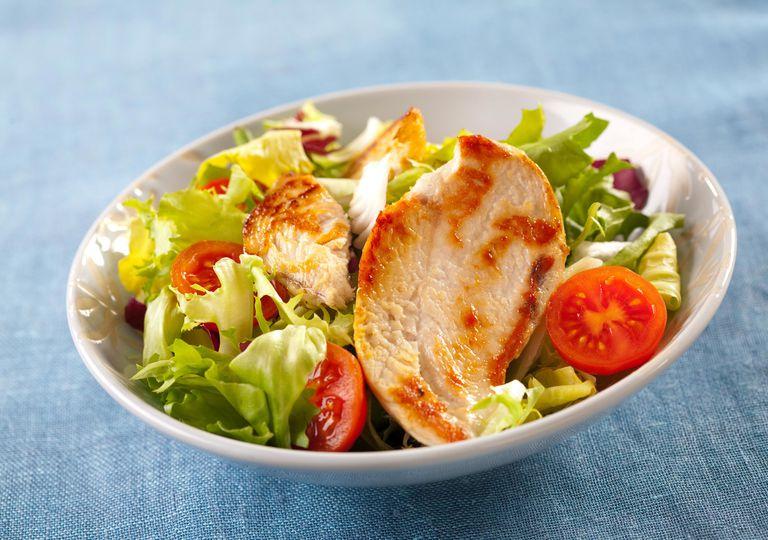 Salad rau củ và gà - một trong những món ăn yêu thích của Kate Upton.