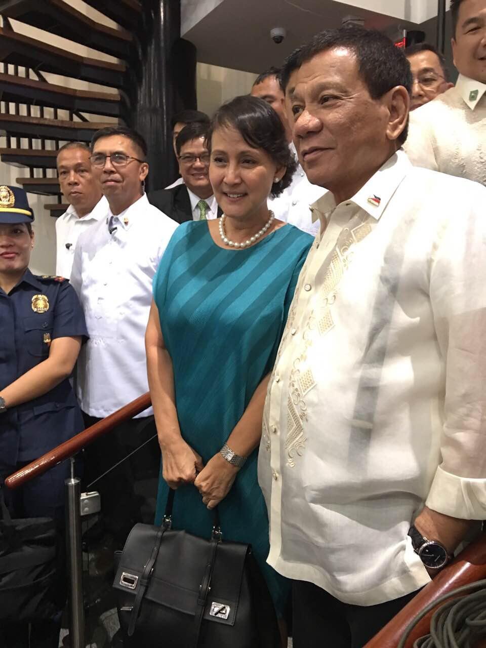 Bà Lorraine E. Schuck cùng tổng thống Philippines