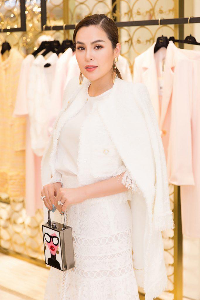 Dù không phải là người mẫu chuyên nghiệp; nhưng hoa hậu Phương Lê được giới chuyên môn đánh giá cao về khả năng catwalk; cũng như thần thái chuyên nghiệp