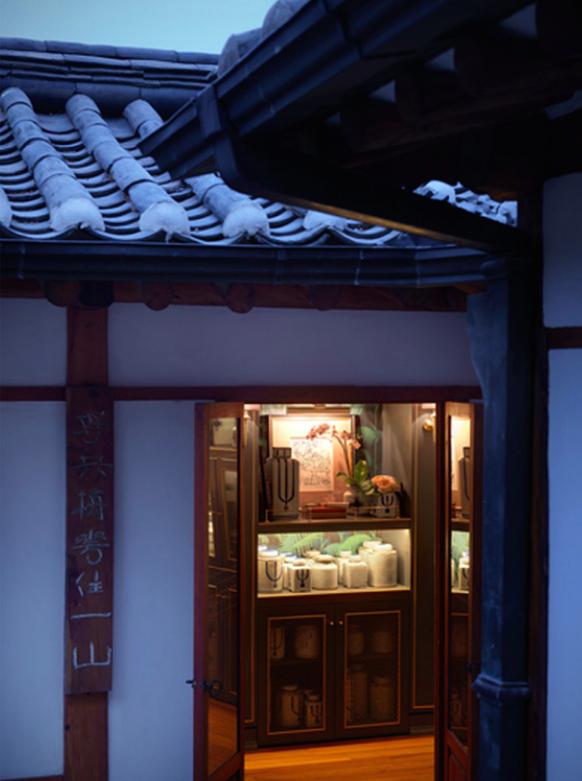 Cửa hàng Teo Yang toạ lạc tại một ngôi nhà truyền thống đầy cổ kính.