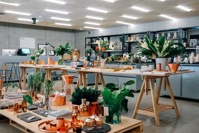 Những món đồ xinh xắn được trình bày theo lối flea market.