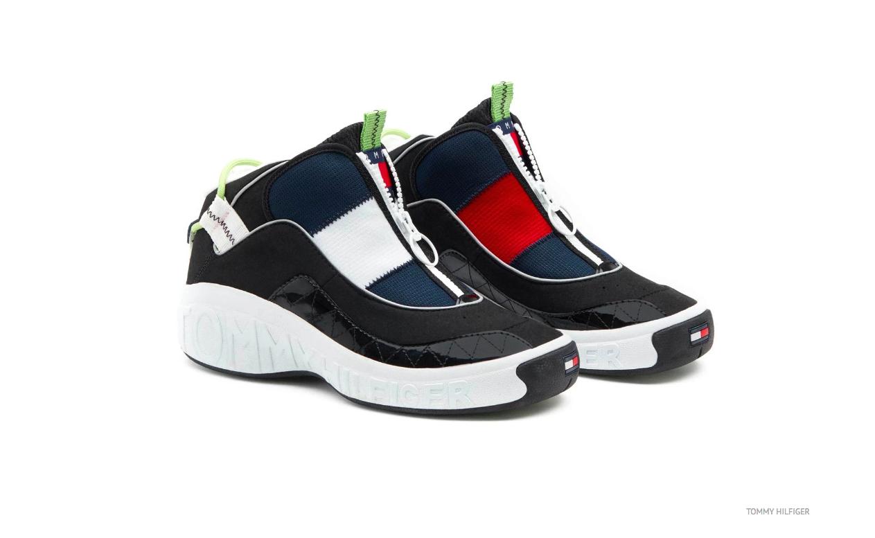 Đôi giày có khoá zip độc đáo thay cho dây thắt.
