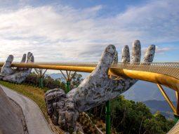 Sàn catwalk giữa không trung: Vẻ đẹp thiên đường của Cầu Vàng Bà Nà Hills