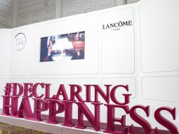 """""""Declaring Happiness"""": Hạnh phúc tiếp nối hạnh phúc"""