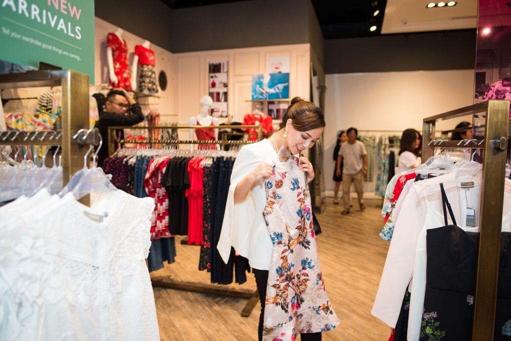 Blogger Hannah Nguyễn tin rằng thời trang chính là một trong những 'liều thuốc' giúp cải thiện bề ngoài và phong cách để chúng ta đón nhận những điều tốt đẹp khác trong cuộc sống.