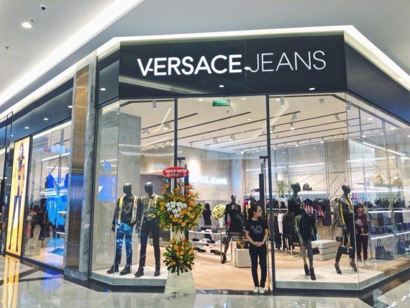 Versace jeans landmark 81-01
