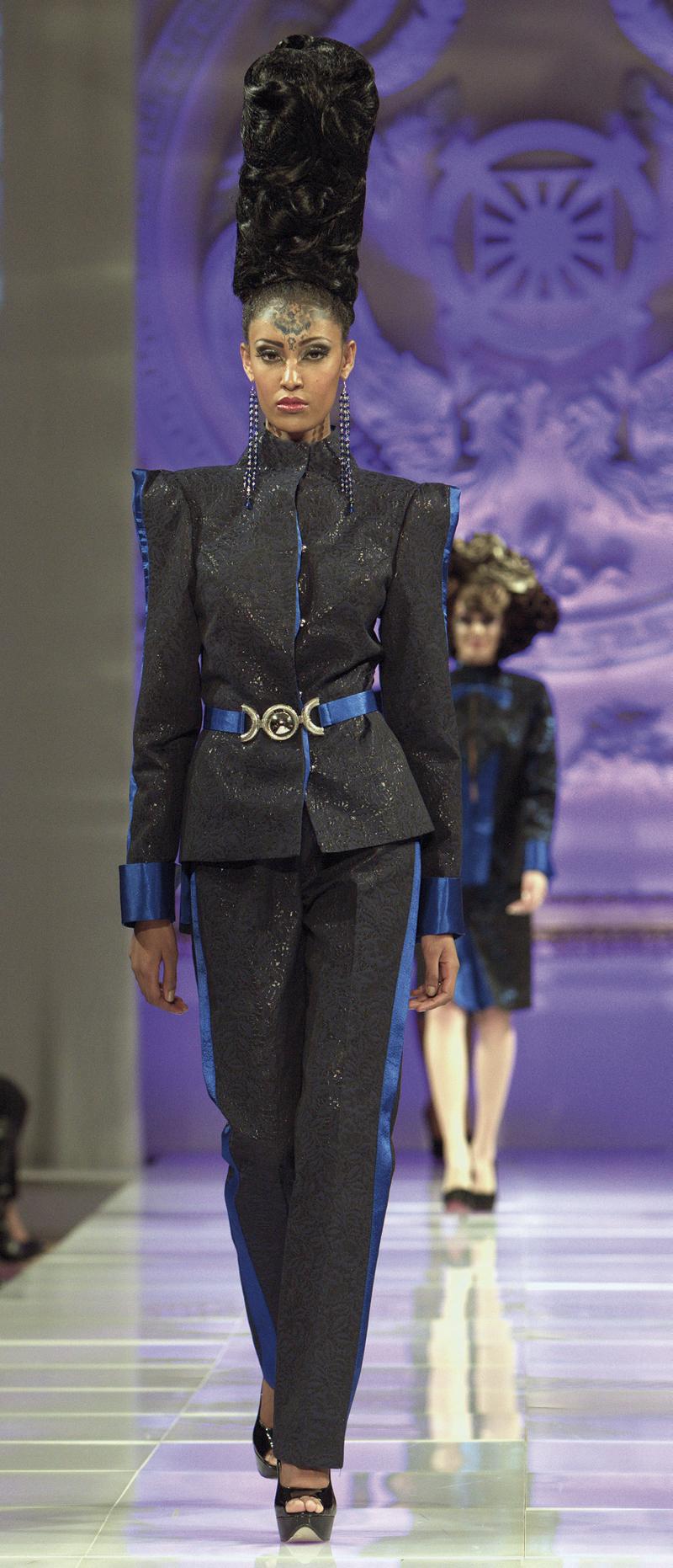 """Thời trang cao cấp Andres Aquino được gọi là """"wearable couture"""""""