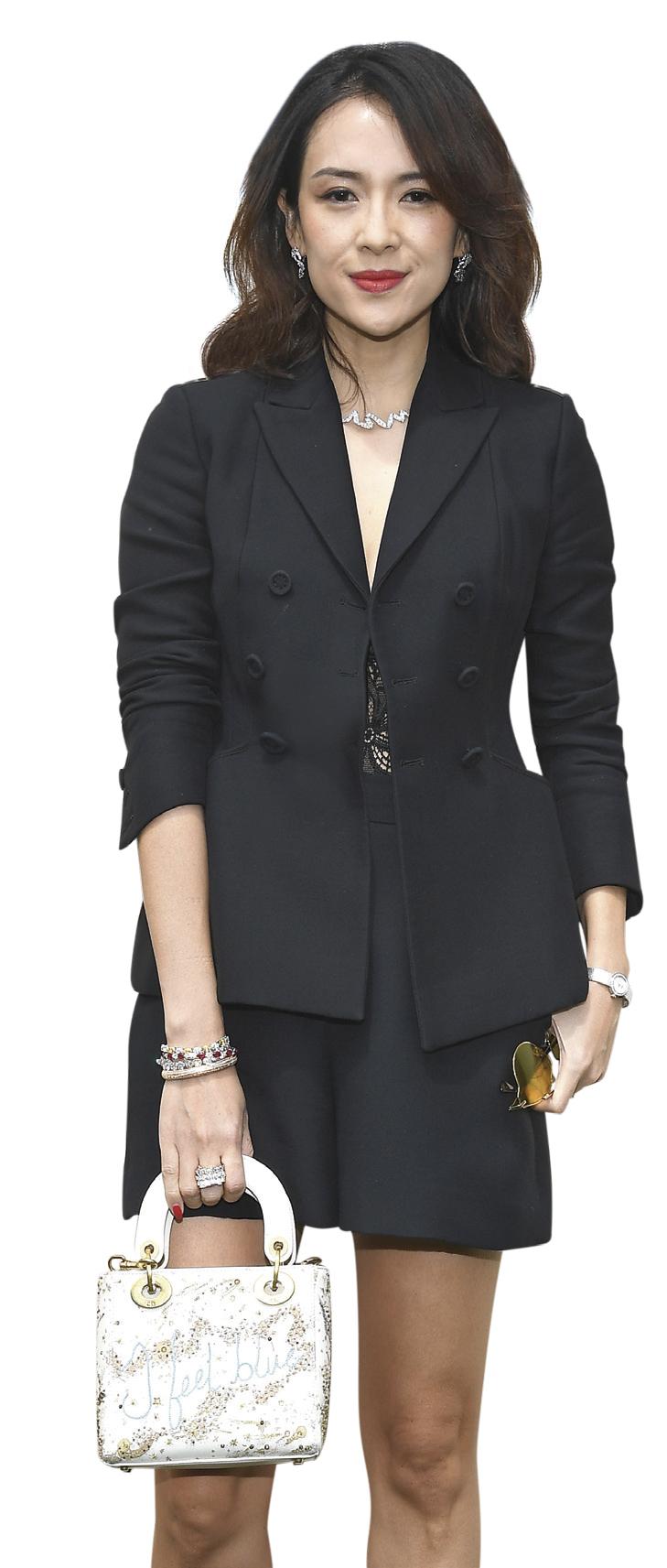 Nữ diễn viên Chương Tử Di với thiết kế La Mini D de Dior Satine