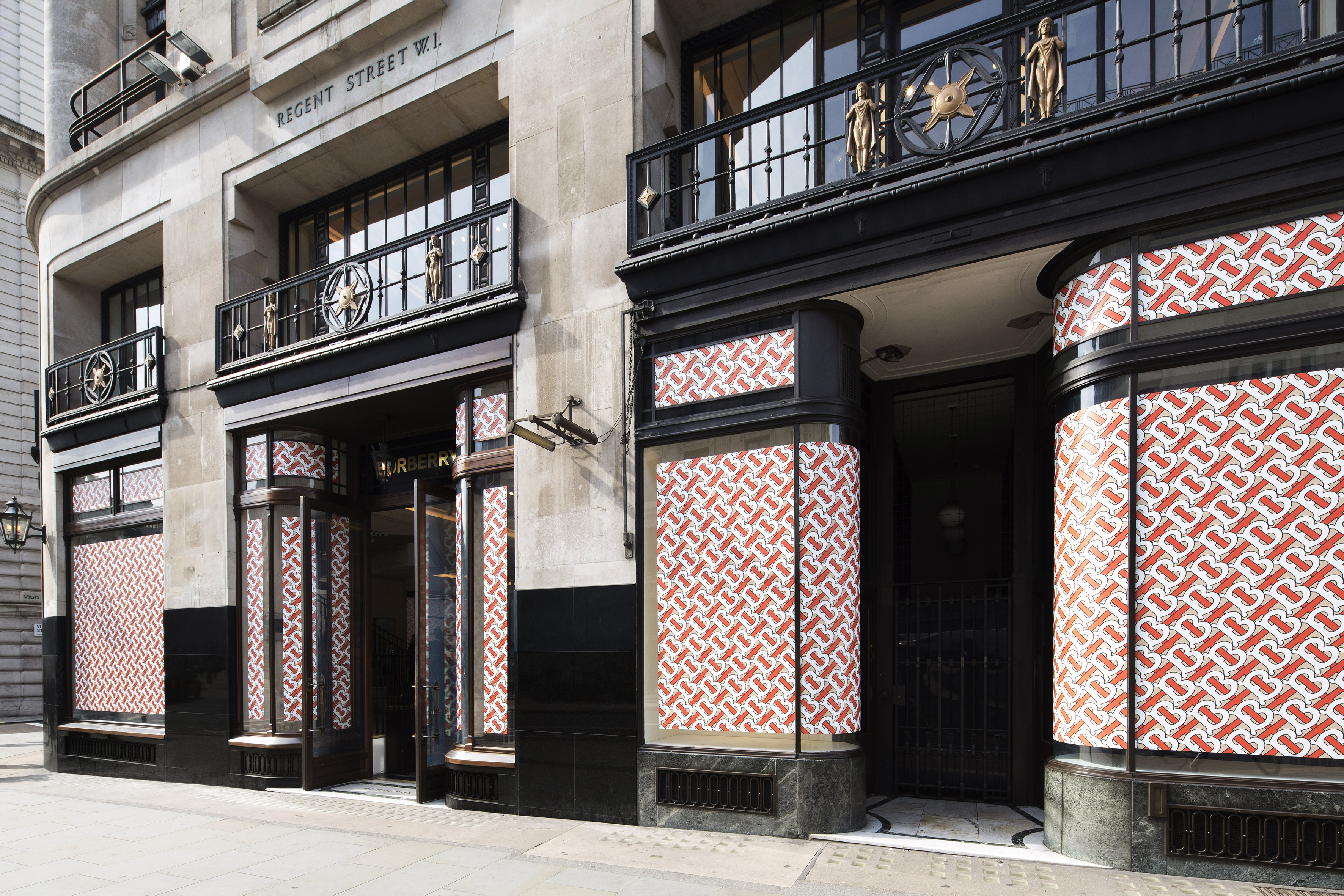 burberry_s-london-flagship-store-121-regent-street