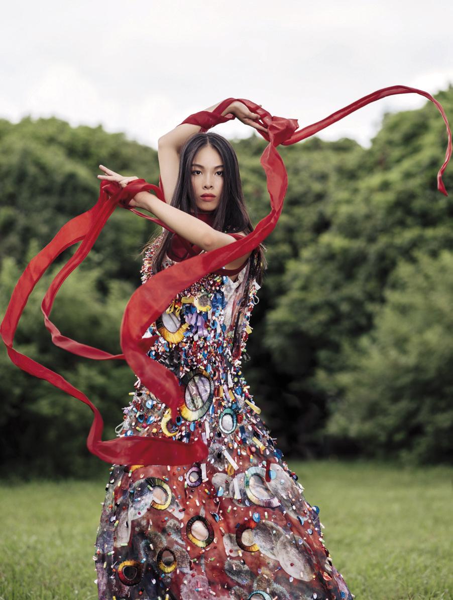 Hoang-Hien-Linh-model_red