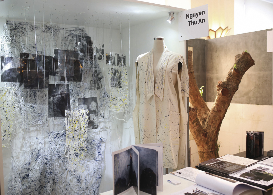 Gian hàng trưng bày của sinh viên Nguyễn Thu Ân