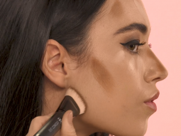 Cách trang điểm đơn giản để tạo khối Yin – Yang trên khuôn mặt