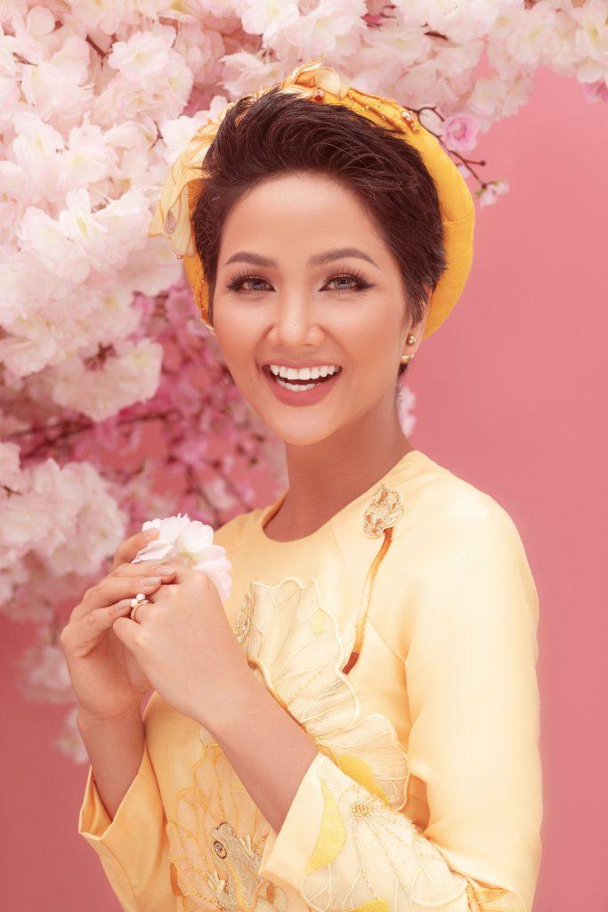 Thông qua bộ ảnh này, các người đẹp Hoa hậu Hoàn vũ Việt Nam cùng công ty Cổ phần Hoàn vũ Sài Gòn muốn gửi gắm lời cảm ơn đến khán giả đã luôn ủng hộ, dõi theo trong năm qua và hy vọng trong năm 2019 sẽ tiếp tục nhận được sự quan tâm từ khán giả.