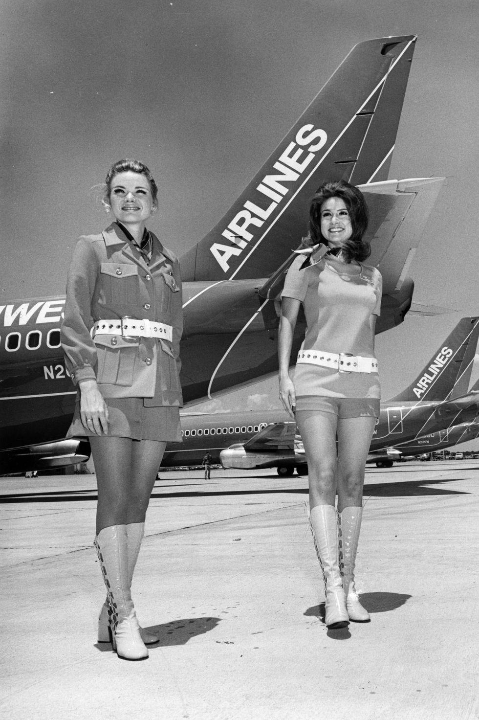 Phong cách đồng phục tiếp viên hàng không qua từng năm 11