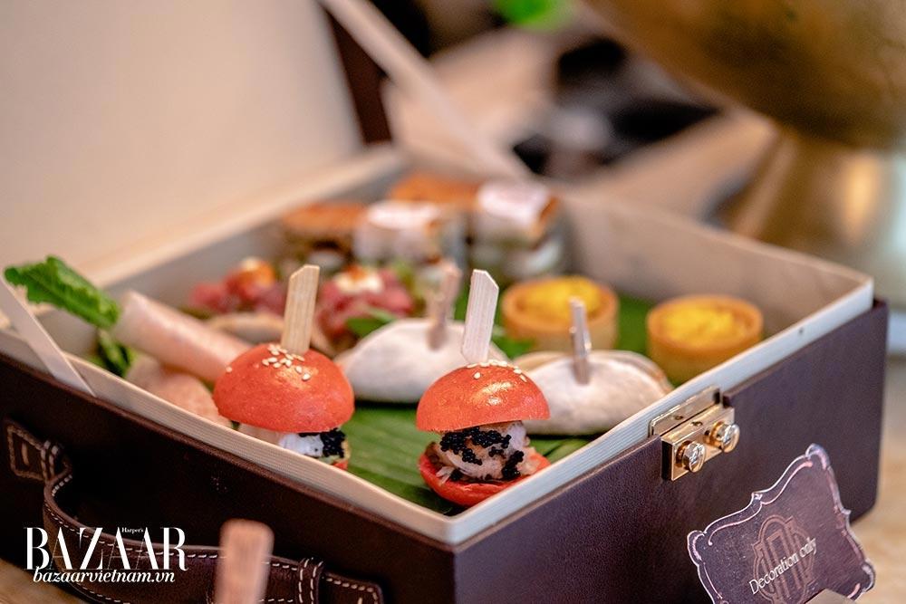 """Cách trưng bày món ăn tinh xảo và hết sức """"Instagramable"""" của tiệc trà chiều tại Cafe des Beaux Arts"""