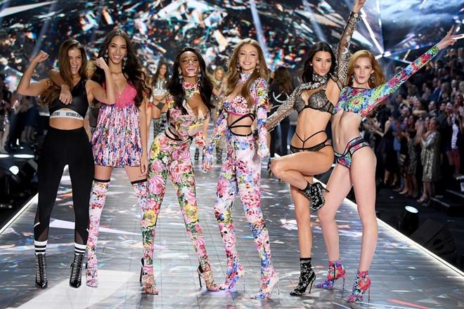 Victoria's Secret đóng hàng loạt 03