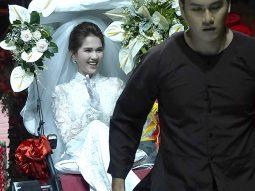 Ngọc Trinh mặc áo dài cưới Bảo Bảo House ngồi xe xích lô kéo