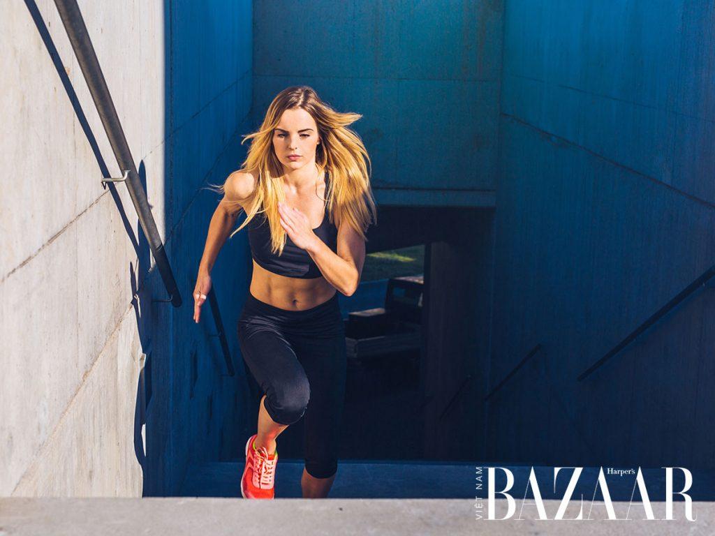 cô gái chạy bộ
