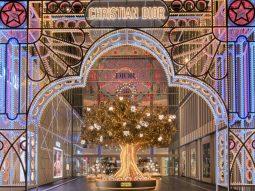 Dior lần đầu tiên mang cây thông Noel đặc biệt về Đông Nam Á