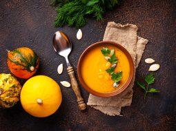 Đói bụng nên ăn gì? 9 thực phẩm nên tránh và 10 loại nên ăn