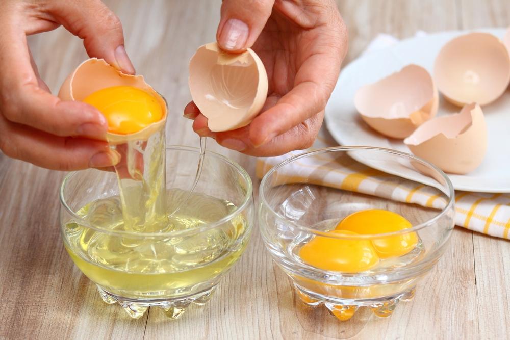 Mặt nạ lòng trắng trứng gà cho da nhờn lỗ chân lông to