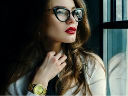 Cách chọn kính cận phù hợp với khuôn mặt nữ thu hút mọi ánh nhìn
