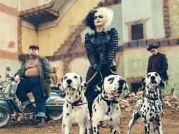 Emma Stone gây ấn tượng với tạo hình punk rock trong phim Cruella của Disney