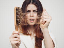 Nguyên nhân gây rụng tóc ở nữ giới và 5 loại thực phẩm giúp tóc dày mượt