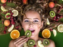 Mỹ phẩm đắt tiền cũng không hiệu quả nếu thiếu 10 loại trái cây tốt cho da mặt này