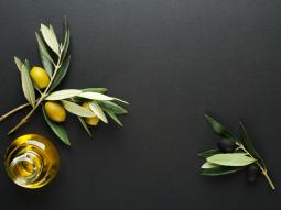 Bật mí cách tẩy trang bằng dầu olive hiệu quả