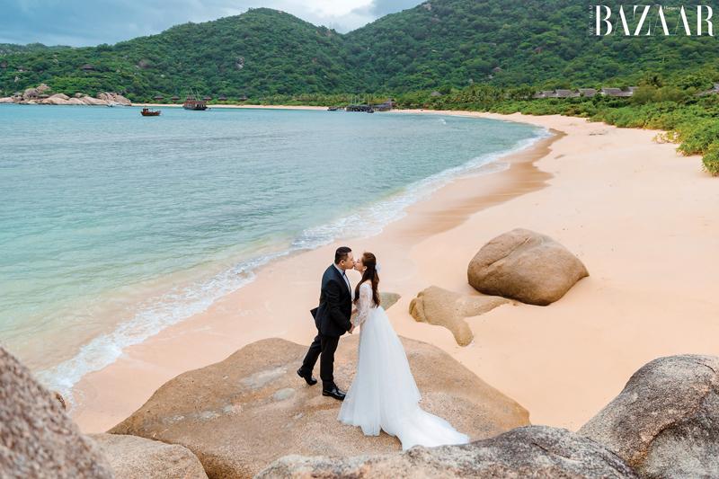 Một ảnh cưới đẹp lãng mạn tại vùng biển của đạo diễn Nguyễn Hiếu Tâm và beauty blogger Julie Lâm