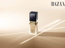Trang điểm da căng mượt tự nhiên với kem nền Radiant Fluid Natural của Clé de Peau Beauté