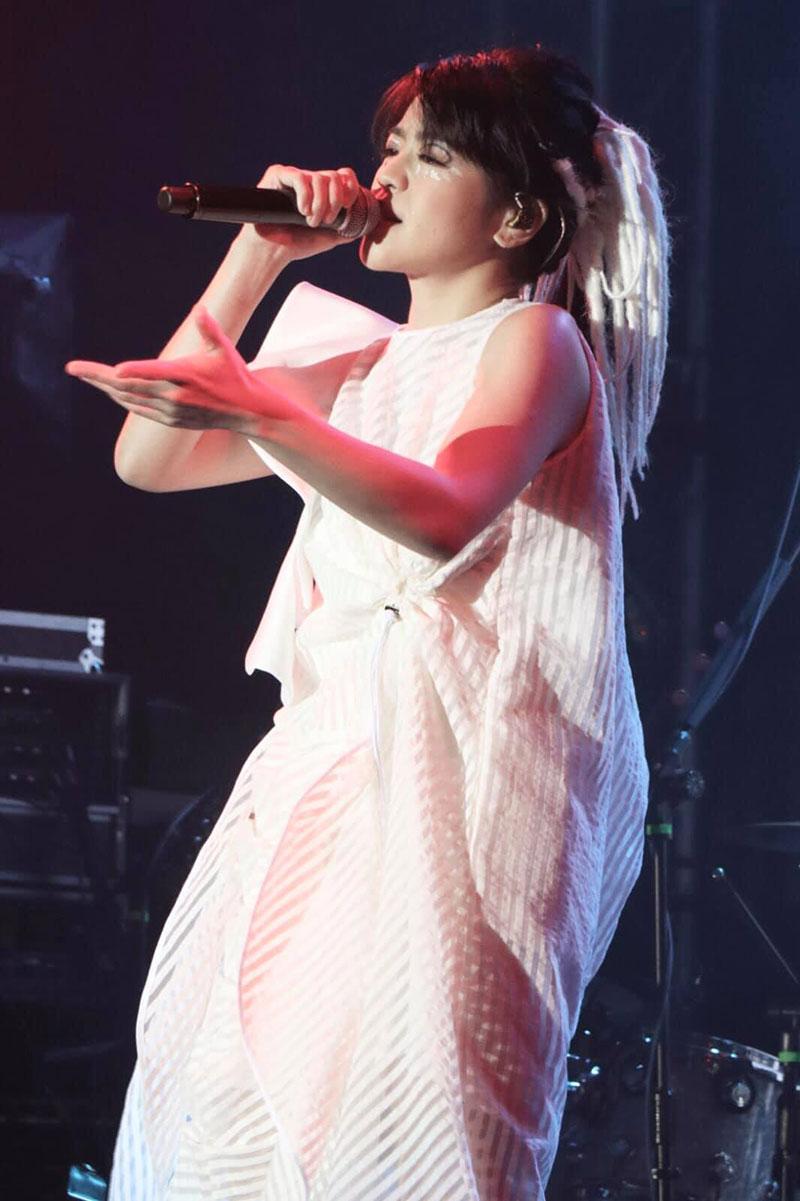 Ca sỹ Lung Siu Kwan mang thiết kế của TAILE lên sân khấu ca nhạc Hồng Kông