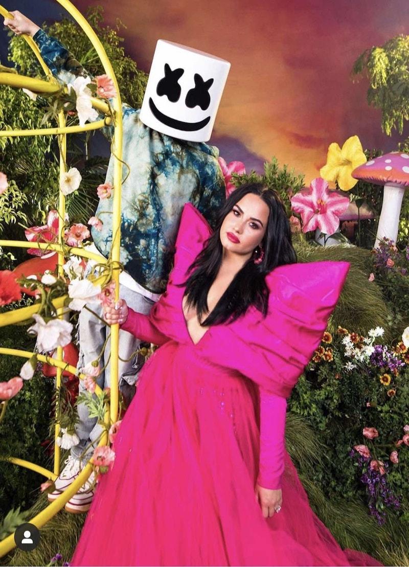 Demi Lovato và chiếc đầm CONG TRI trong bản hit OK to not be OK