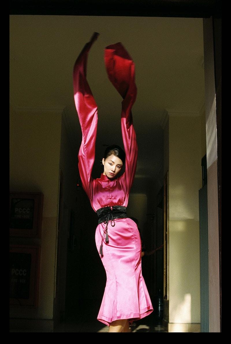 Sa Lim trong bộ ảnh Chân dung Em Á số 9: Đoá hoa nở muộn