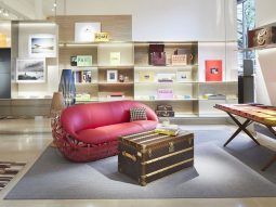 Louis Vuitton biến cửa hàng thành nhà sách nghệ thuật