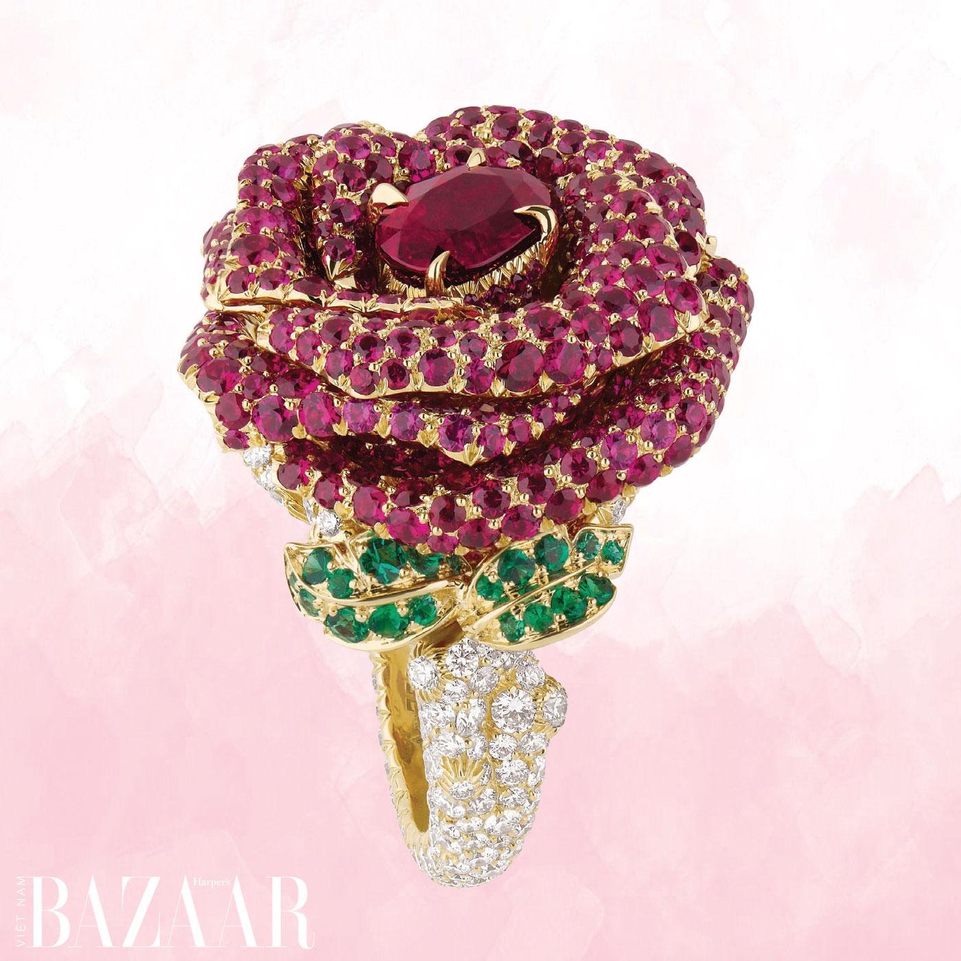 Nhẫn Rose Dior Bagatelle từ vàng, kim cương, hồng ngọc, ngọc lục bảo
