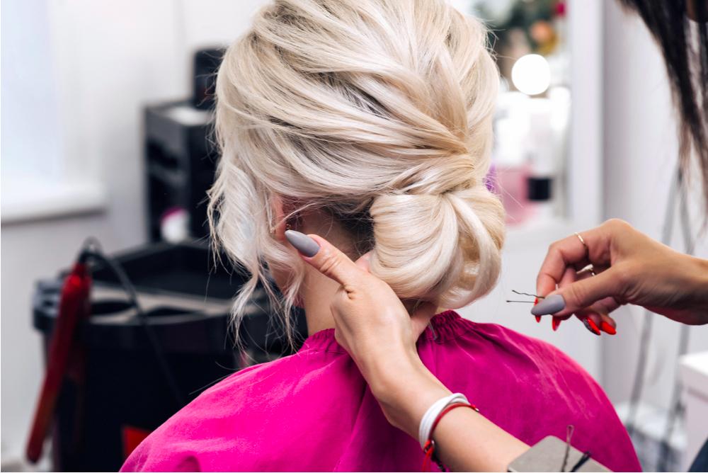 Những kiểu tóc đi chơi đáng yêu nhất: Tóc búi thấp