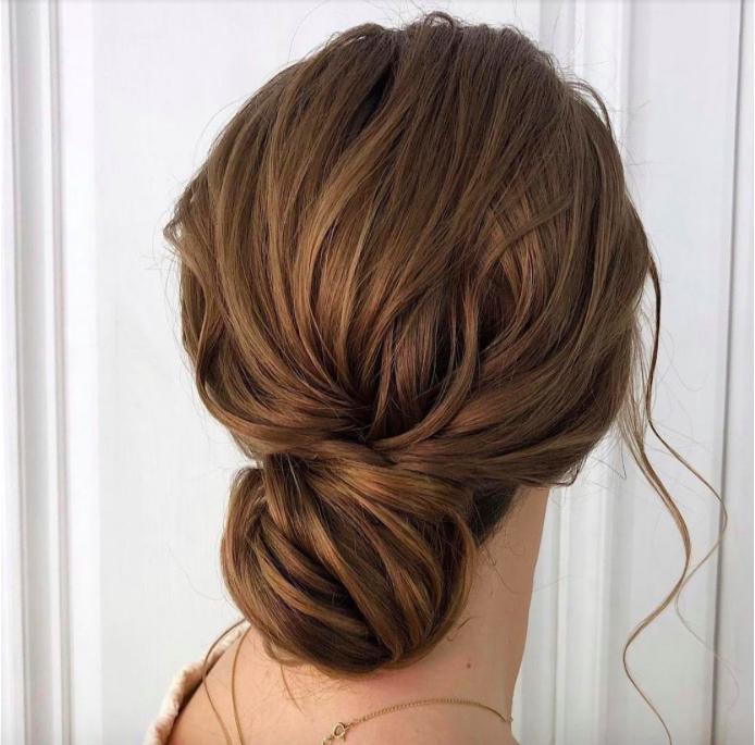 Cách búi tóc thấp cổ điển