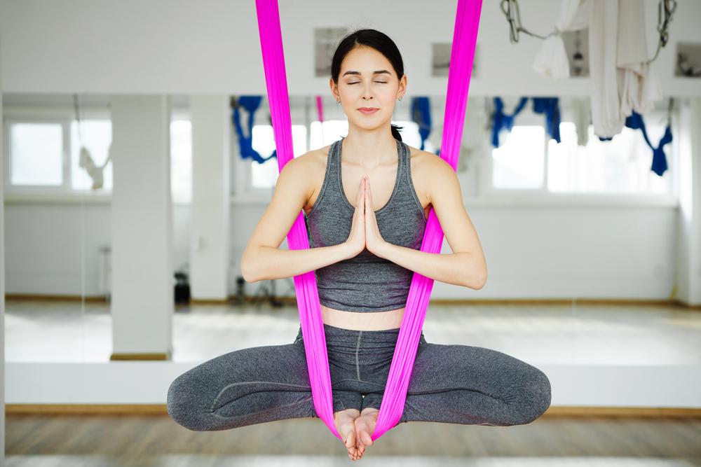 tư thế Aerial yoga Baddha Konasana