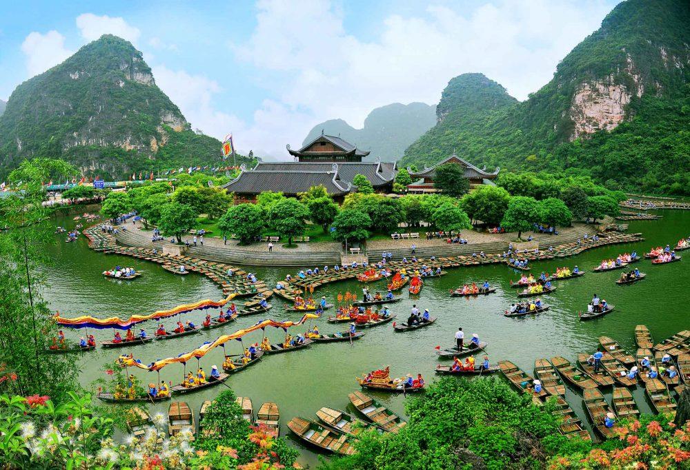 Tràng An, một trongcác địa điểm du lịch Ninh Bình phải ghé