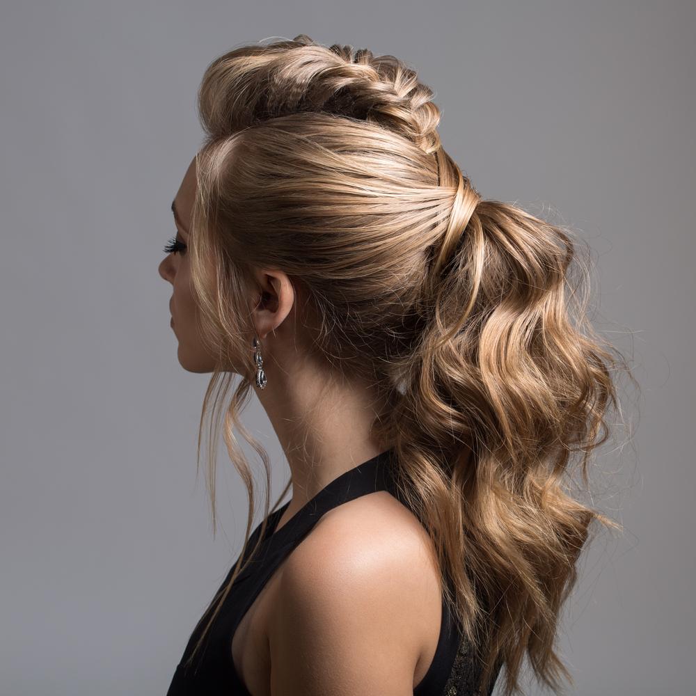 Tết tóc cá tính dọc trên đỉnh đầu