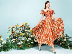 Hồ Ngọc Hà thanh lịch trong đầm họa tiết hoa dâu tây từ NEVA Fashion