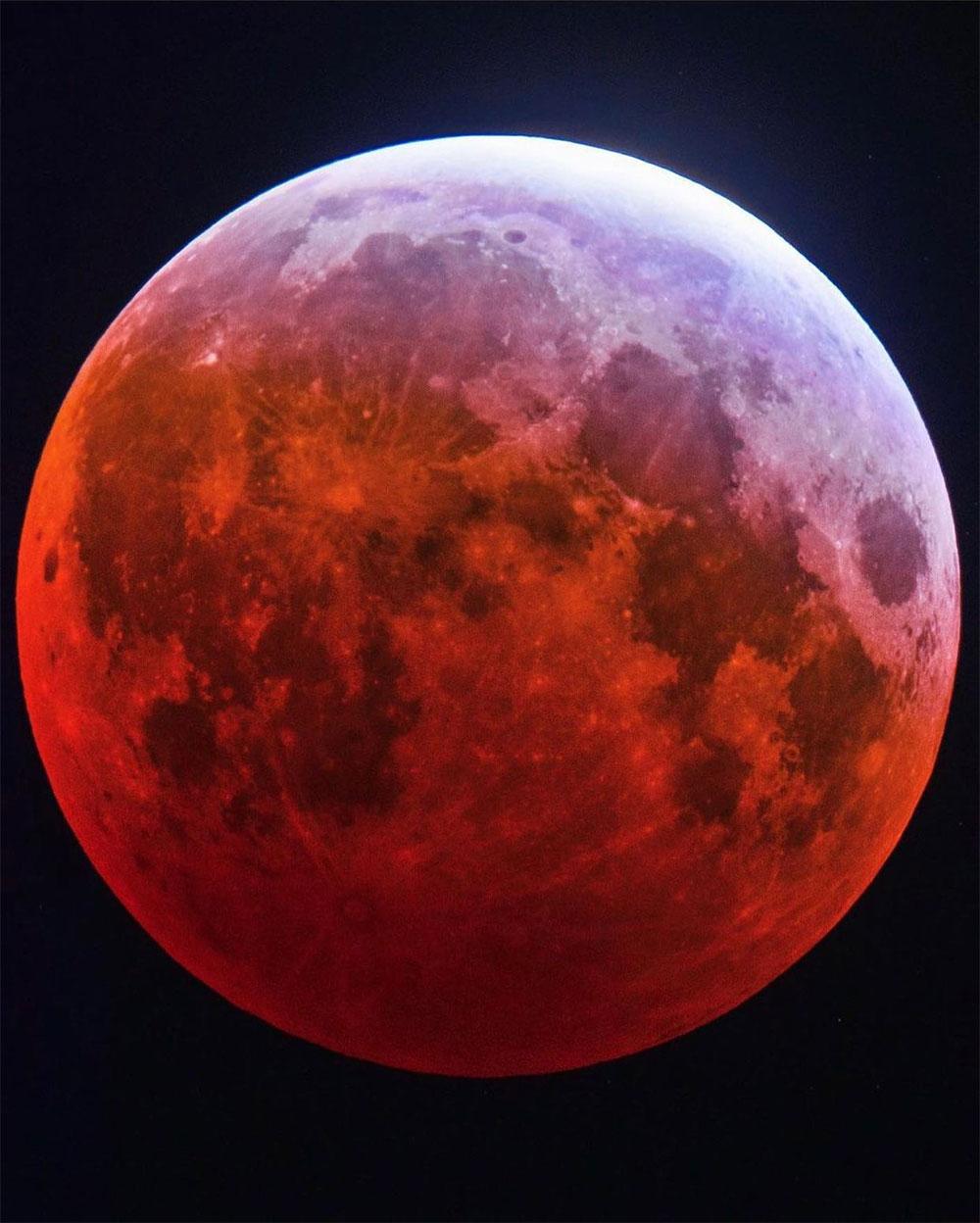 Siêu trăng máu màu đỏ năm 2021