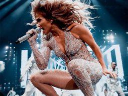 Bài tập này giúp Jennifer Lopez có cơ bụng 6 múi ở tuổi U50