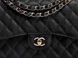 Chanel Bag Guide: Phân biệt giữa túi Classic Flap (11.12) và túi Reissue 2.55